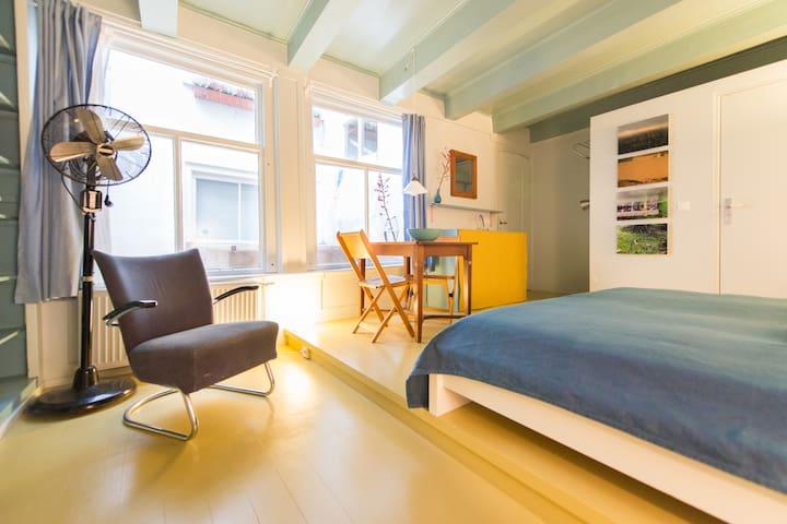Stylish studio in canal house  - Amsterdam - Aamiaismajoitus