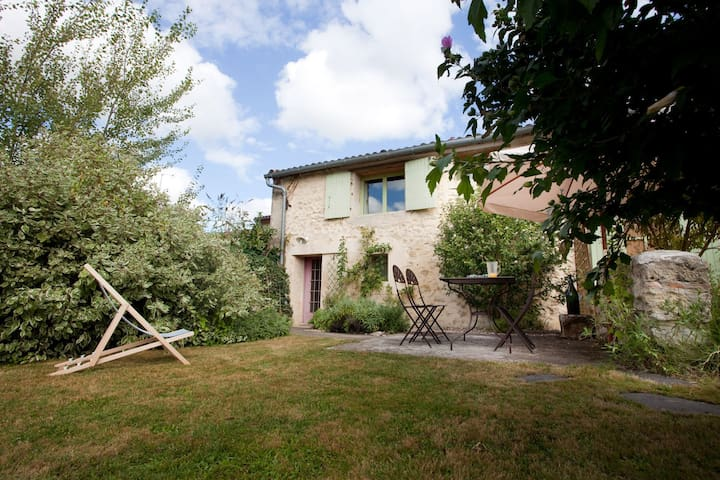 Cottage in a guest house  - Illats - Casa
