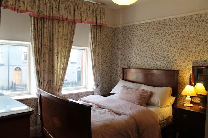 Ensuite double bedroom in Waterford - Waterford - Ev