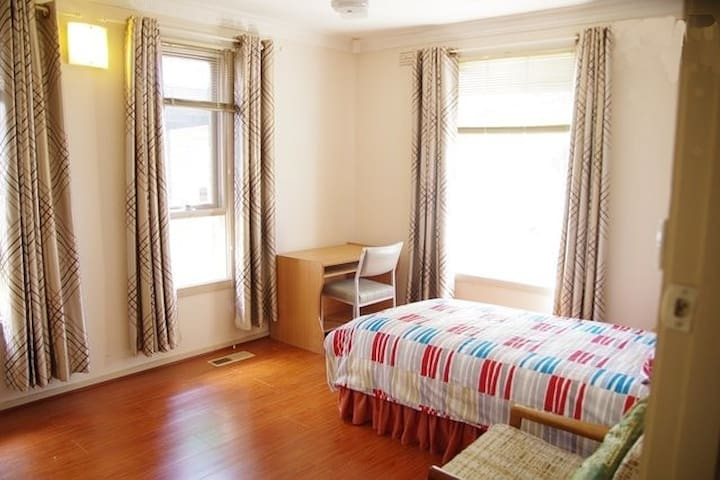 Affordable and Comfy Room Available - Altona Meadows - 獨棟