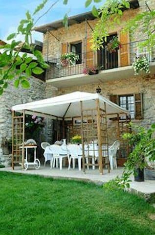 B&B Antico Borgo Sanda-Lago Maggiore - Casalzuigno - Huis