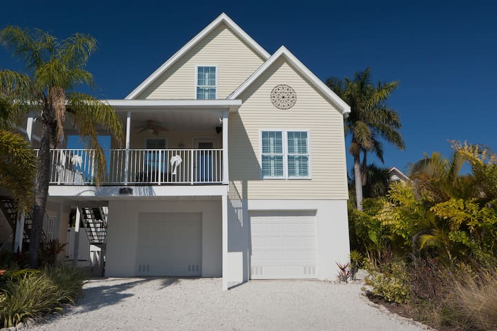 Happy Island Cottage - Heated Pool - Holmes Beach - Casa