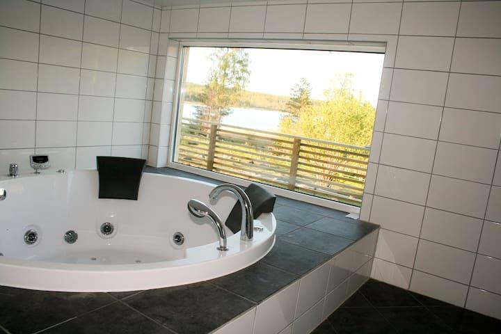 By the lake, Jacuzzi and sauna. - Mullsjo - Villa