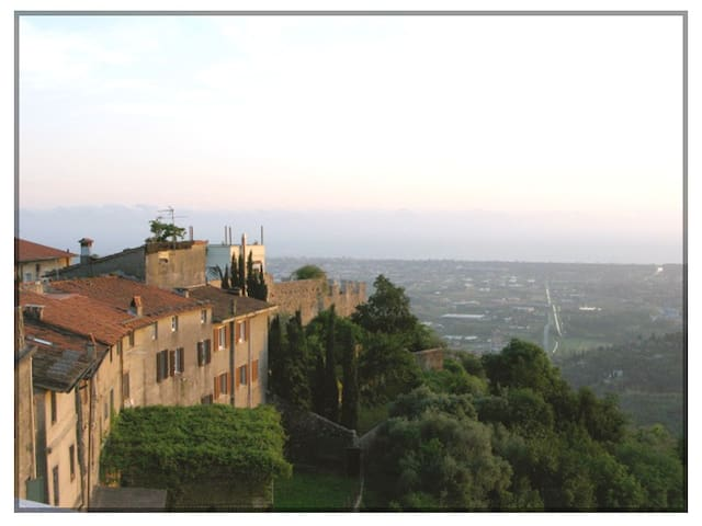 MedievalVillageOverlookingTheSea - Lucca - Departamento