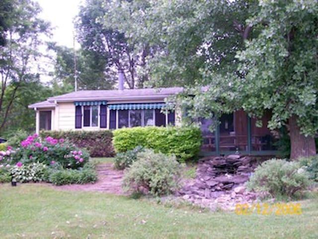 Cottage on beautiful Lake Champlain - Isle La Motte - Hytte
