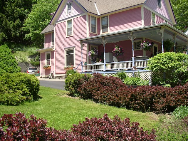 Rose and Thistle Bed and Breakfast - Cooperstown - Bed & Breakfast