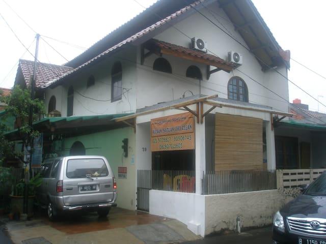 KAMAR EKSTRA - Джакарта - Дом