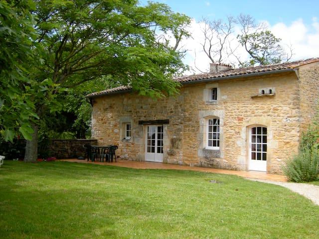 Beneze two bedroom holiday cottage  - Cravans - Huis