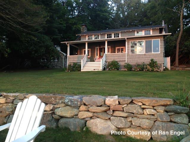 Charming Lakefront Cottage  - Morris - Stuga