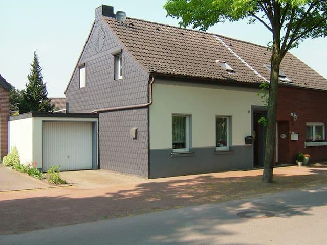 das kleine Haus am See - Nettetal - House