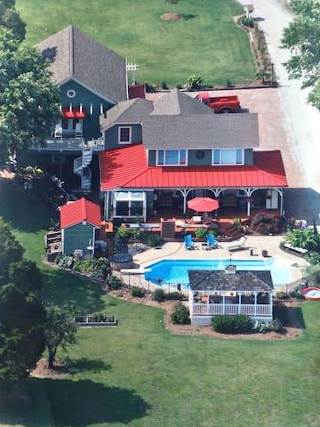 """Shangri-La"",  of Hampton, Virginia - Хамптон - Дом"