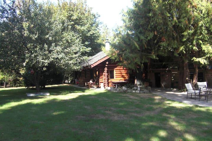 Stunning Sunny Island Log Home  - Gabriola