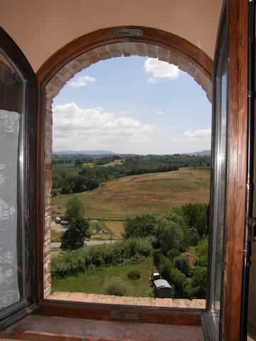 APARTMENT IN AN 18TH CENTURY VILLA - Capannoli - Apartemen