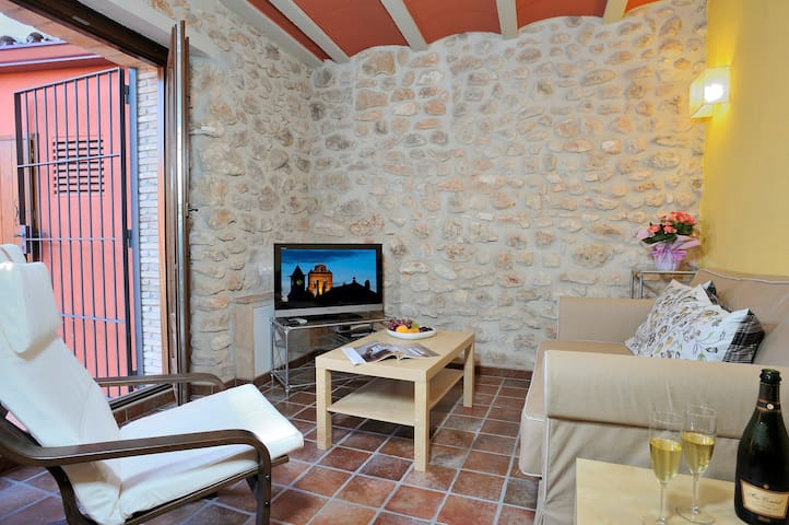 APARTMENT BY VINEYARDS AND BEACH - Banyeres del Penedès - Daire