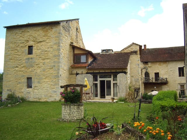 appartement in chateau west wing 4/6 people - Saint-Chamarand - Departamento
