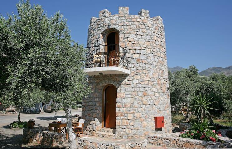 #1 Small Tower House above Beach + 2 bikes - Fragkokastello - Slott