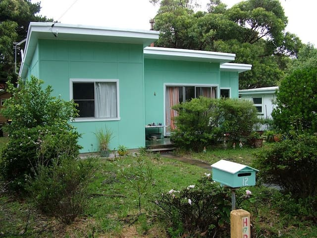 1960's Beach Cottage - Currarong - Huis