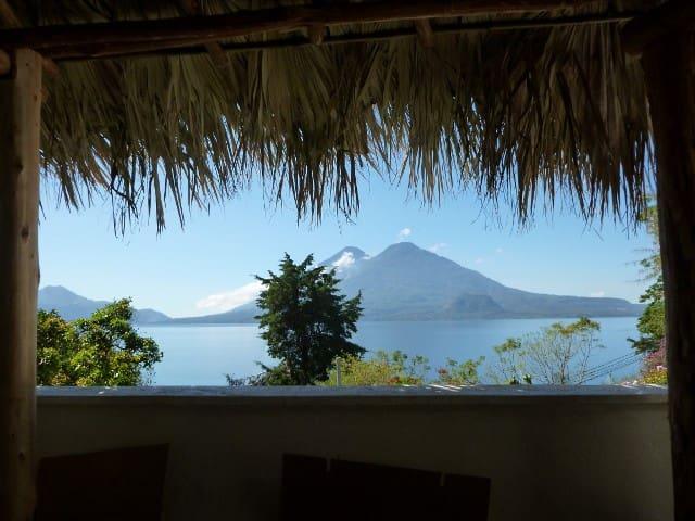 Apartment on Lake Atitlan 1.5 miles to Panajachel - Panajachel - Leilighet