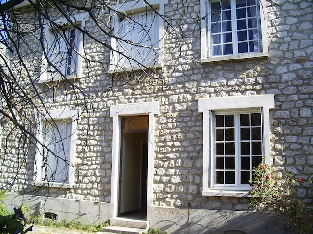 Big rooms(4)to rent district calms  - Melun - House