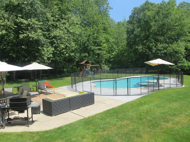 Ensuite with private entrance - Wilton