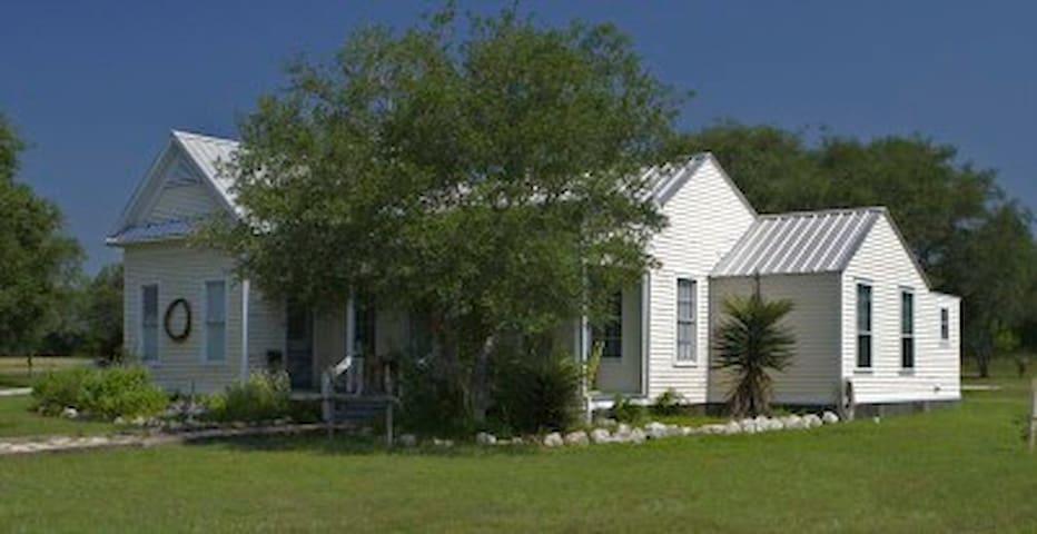 Maetze House at Barnhart Q5 Ranch - Berclair - Hus