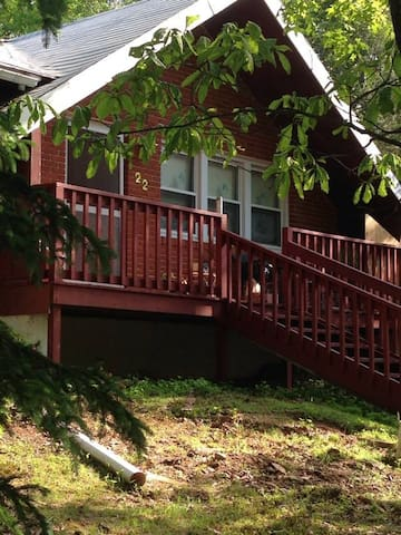 Fun Howard Red Cabin will sleep up to 10 - Albrightsville - Дом