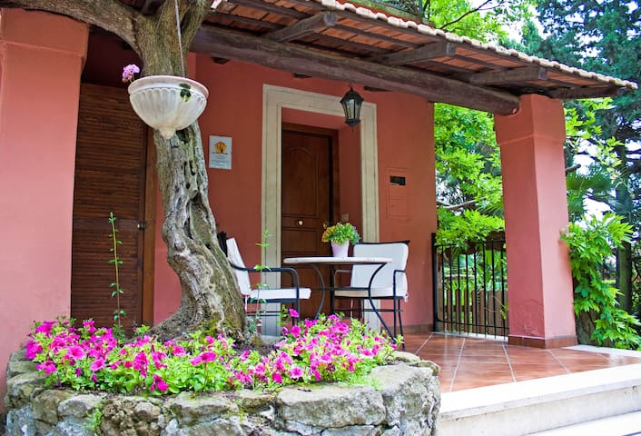Charming Cottage hill nearby Rome - Grottaferrata - Huis