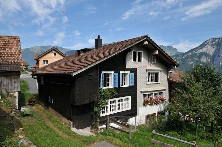 Wunderbares Häuschen in Obstalden - Obstalden - Casa