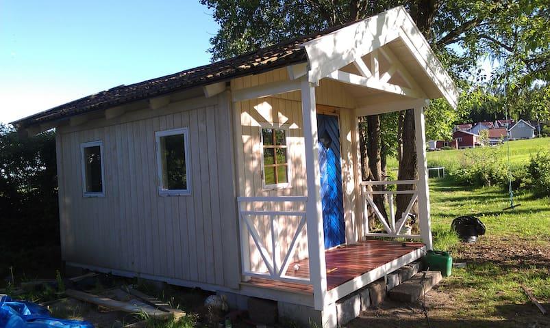 Green & Tranquil Garden Cottage - Stokke - Kulübe