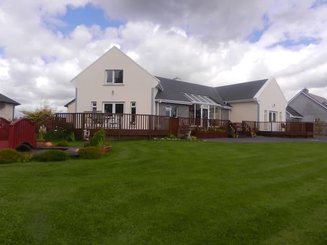Oranmore, Co.Galway Bed & Breakfast - Tonroe - Bed & Breakfast