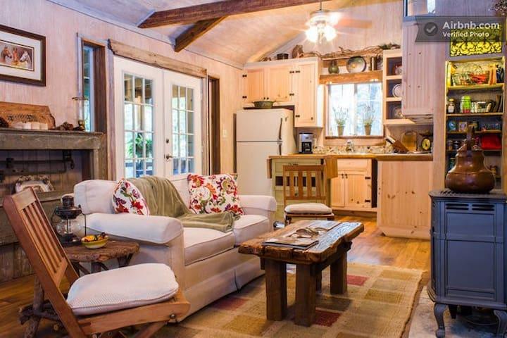 The Cottage at BonTerra Farm  - Aubrey - Zomerhuis/Cottage