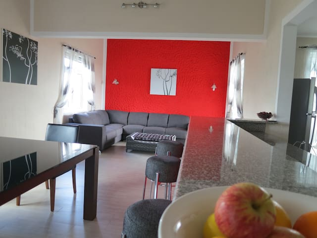 Entire Apartment with Pool and Ocean View - Albion - Daire