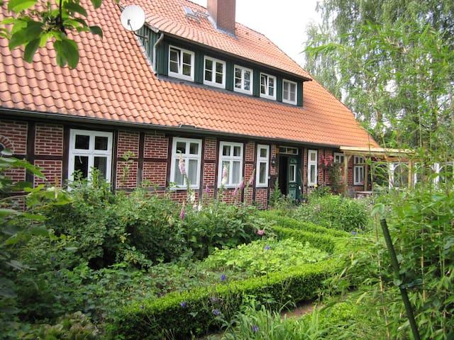 Room for a short or longer stay - Bispingen - Ev
