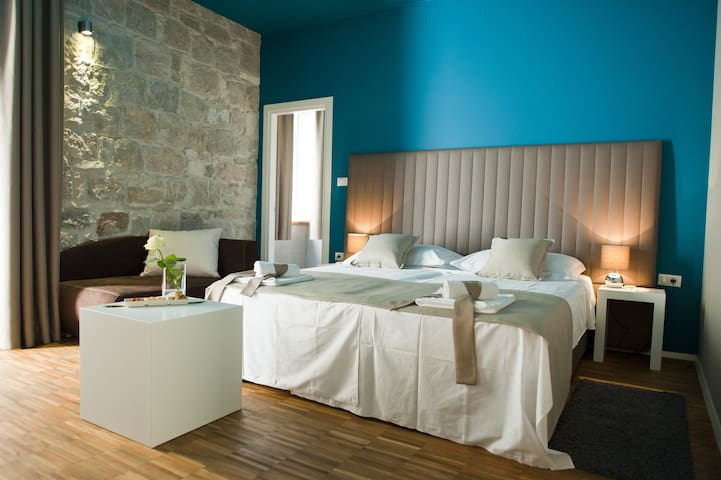 Riva Luxury Double or Twin Room with Sea View - Split - Bed & Breakfast