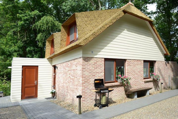 Luxurious Bungalow near Maastricht -  Rekem (B)  - Ev