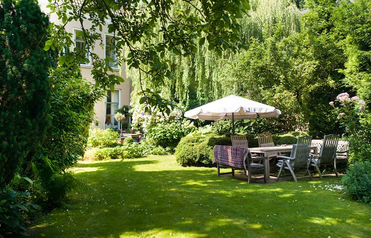 Private realm in glorious garden - Maarssen - Cabaña