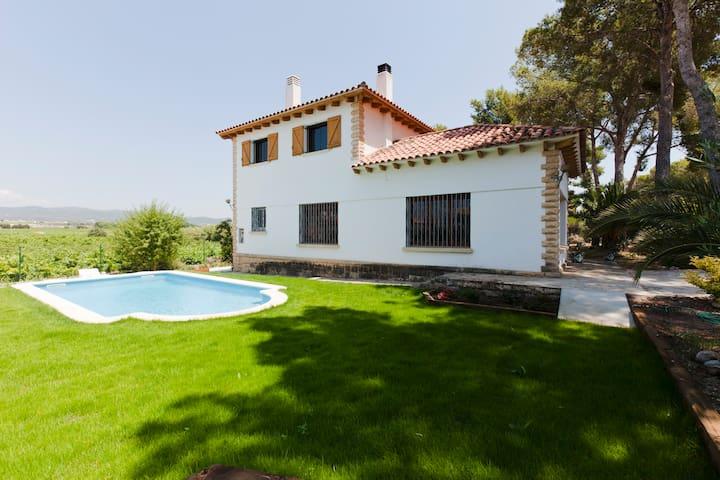 FAMILY HOUSE AMONGST VINEYARDS - Banyeres del Penedès - Ev