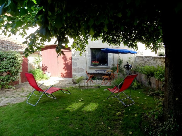 Between vineyards & natural reserve - Brochon - Casa
