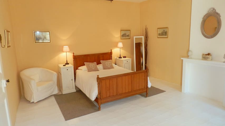 Large,quiet room,private bathroom, french double - Lézignan-Corbières - Bed & Breakfast
