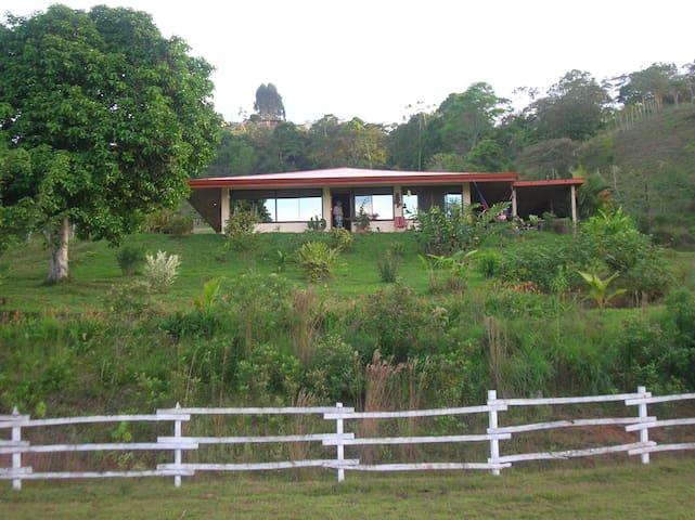 Lovely home on farm above Turrialba - Turrialba  - Rumah