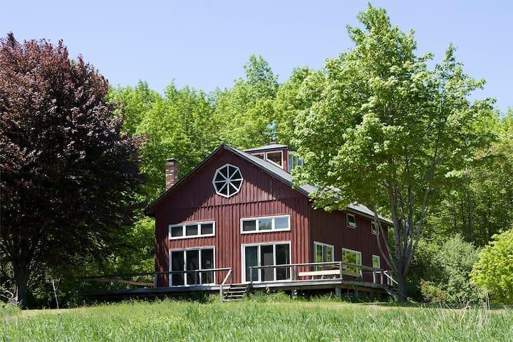 Converted Barn w/pond on 120 Acres - Stephentown - Casa