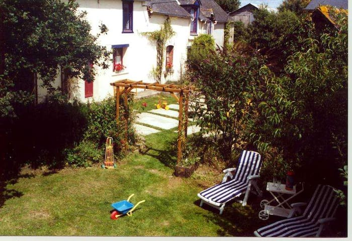 Typical country house in Brittany - Sévignac - Hus