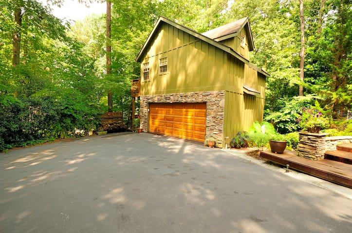 PEACEFUL LAKESIDE CARRIAGE HOUSE / Lake Point - Woodstock - Apartament