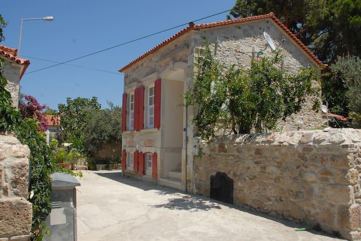 Foca Zangoc Evi (Sacristan House) - Foça - Villa
