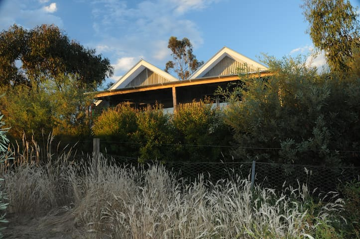 butterworth, self-contained cottage - Castlemaine
