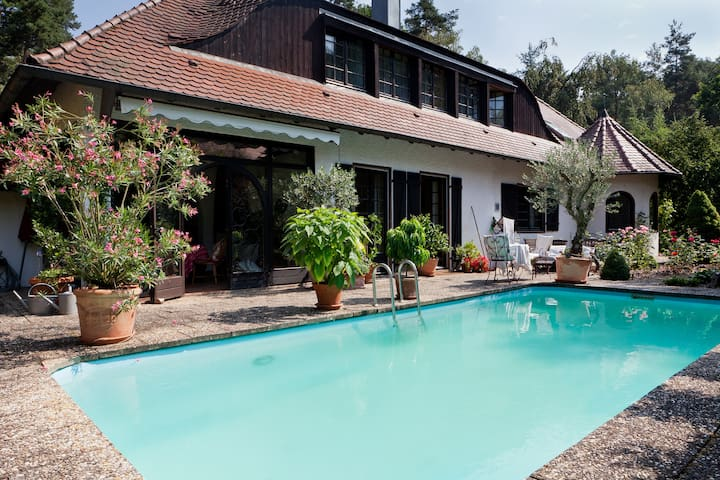 Zimmer in exclusiver Villa - Schwabach - Bed & Breakfast