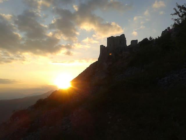 Un salto in paradiso:Rocca Calascio - Calascio - Casa