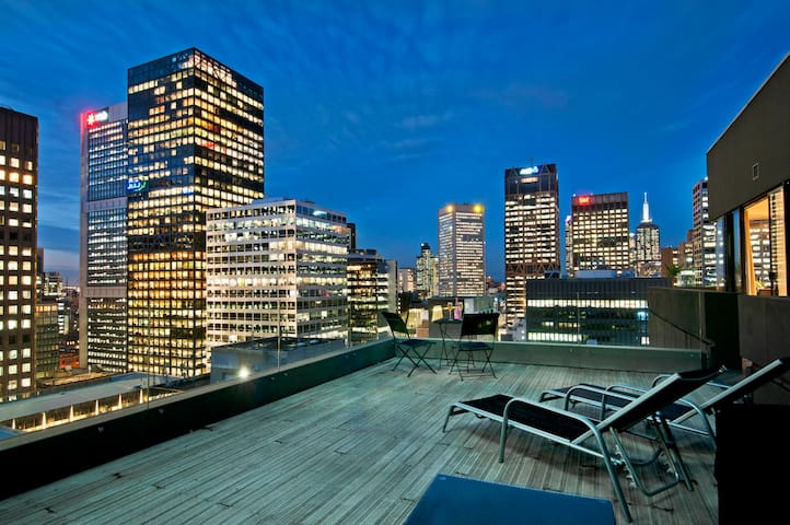 Large Private Rooftop Terrace, CBD - Melbourne - Appartement