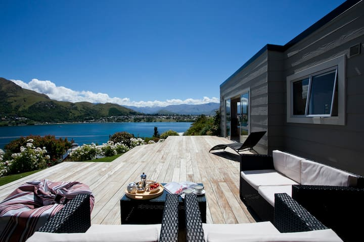 Sunny cottage with water views - Queenstown