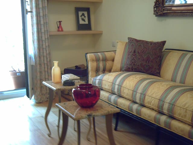 Jacuzzi bath & room close  PALACE - Real Sitio de San Ildefonso - Bed & Breakfast